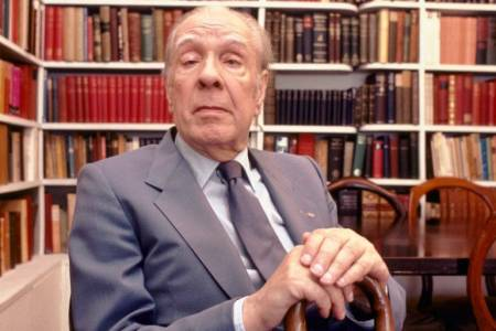 Restauran la biblioteca personal de Jorge Luis Borges