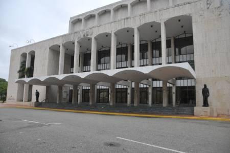 El Teatro Nacional Eduardo Brito: 45 años después de subir su primer telón luce su mejor cara