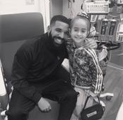 Drake visita a niña hospitalizada que lo invitó a cumpleaños