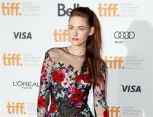 """Kristen Stewart: """"El remake de los Ángeles de Charlie mostrará cómo las mujeres trabajan juntas"""""""