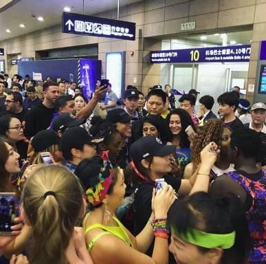 VIDEO:  La sorpresa que recibió Daddy Yankee de sus fanáticos en China
