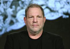 Video muestra a Harvey Weinstein manoseando a una de las mujeres que lo acusó de violación