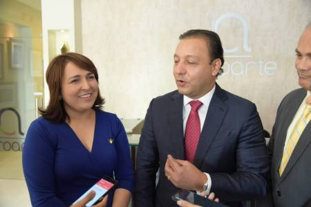 Martínez pide a Acroarte llevar Premios Soberano a Santiago