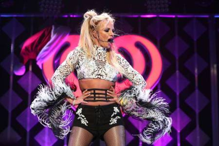 VIDEO: Britney Spears muestra sus habilidades para bailar salsa