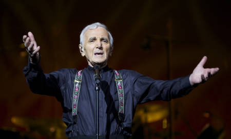 VIDEO: Francia rinde un homenaje de Estado a Charles Aznavour