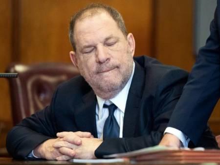 Desestiman uno de los cargos de agresión sexual contra Harvey Weinstein