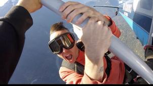 Rapero canadiense murió tras caerse de un avión mientras grababa un video