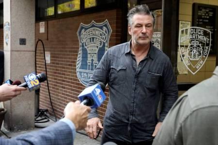 Arrestan al actor Alec Baldwin por golpear hombre durante pelea por un parqueo