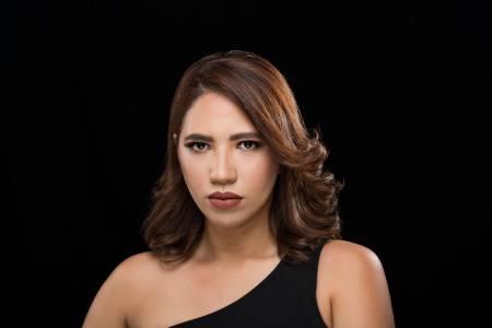 Sabrina Estepan coquetea con la bachata en sencillo