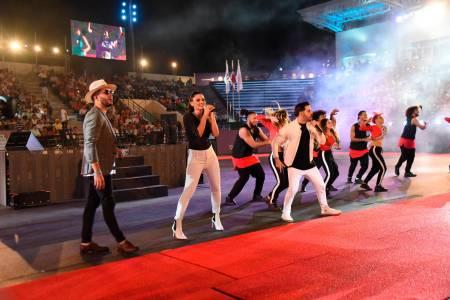 Las olimpiadas especiales de tenis se inician a ritmo de música