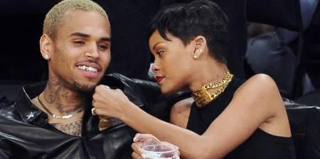 Chris Brown enciende las redes al comentarle una foto a Rihanna