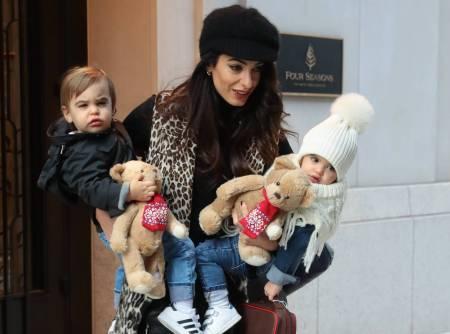 Amal Clooney se deja ver en la calle con sus hijos por primera vez
