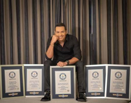 Víctor Manuelle recibe por sus éxitos cinco premios Guinness