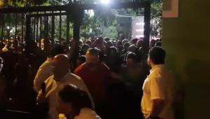 Video: Salida de asistentes a Luis Miguel provoca caos en puerta Ortega y Gasset