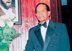 Dhimas Santos se presentará mañana en el Teatro Nacional