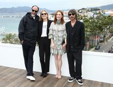 Guadagnino, Julianne Moore y Valentino, una extraña fusión de arte en Cannes
