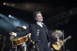 Alejandro Fernández en Punta Cana canta sin parar 40 temas y uno de ñapa
