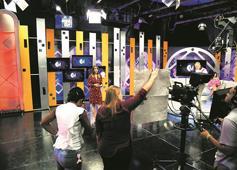 La TV sale del estudio: Programas se ven obligados a transmitir desde las casas de sus talentos