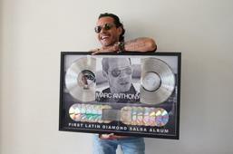 Marc Anthony recibe disco de diamante, el primero de la salsa en lograrlo