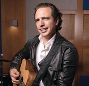 Jaime Viñas: Renovado y del lado pop